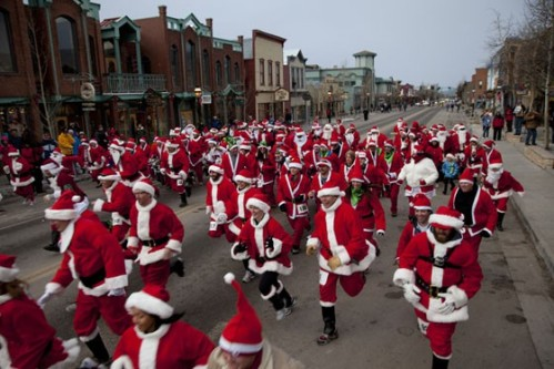 race_of_the_santas_breckenridge_1